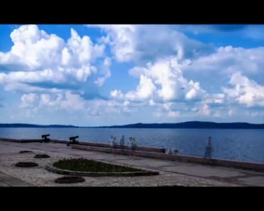 Time lapse of city embankment in day time — Stock Video