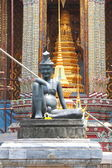 Statue in the Temple of Wat Phra Keow in the Grand Palace area, — Stock Photo
