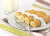 Sweet crepes stuffed with cottage cheese — Stock Photo