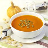 Pumpkin cream soup with pumpkin seeds — Stock Photo
