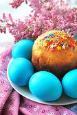 Huevos y torta de pascua — Foto de Stock