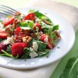 Salad with arugula, strawberries, goat cheese and walnuts — Stock Photo