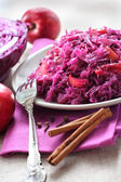 Sweet-and-sour cabbage stewed with apples — Stock Photo