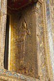 Golden Ornaments Window of Thai Temple — Stockfoto