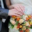 Hands and rings on wedding bouquet — Stock Photo #14290961