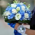 Beautiful blue and white fresh flowers wedding bouquet — Stock Photo