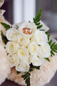 Wedding rings on the bouquet — Stock Photo