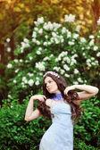 Beautiful young brunette woman standing near tree — Stock Photo