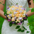 Bride holding wedding bouquet — Stockfoto