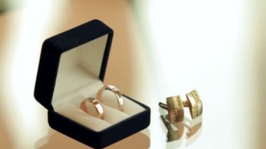 Rings in the box and cufflinks are on a glass table — Wideo stockowe
