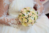 Bouquet in the hands of the bride — Stockfoto