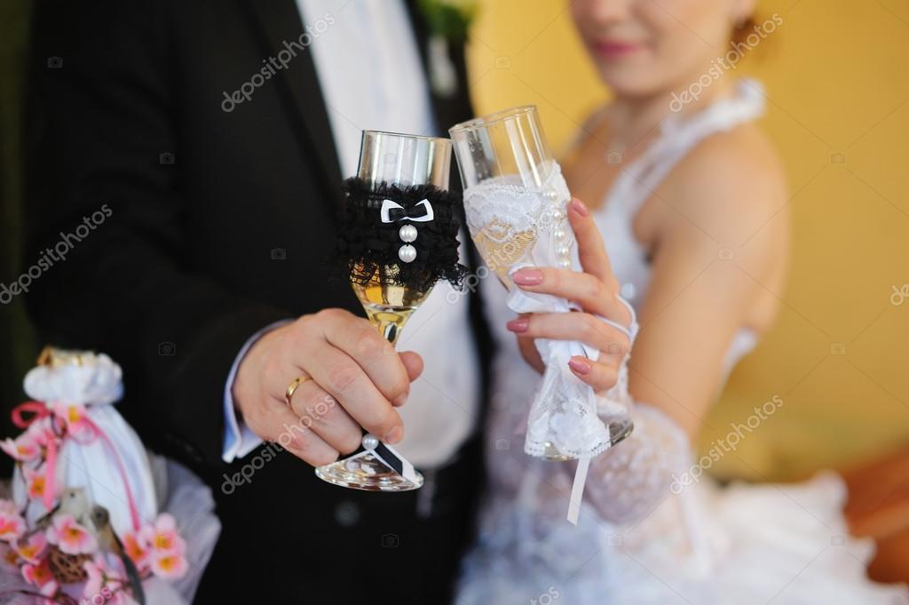 Картинка на свадьбу с бокалами