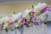 Wedding flowers decoration in the restaurant — Stock Photo