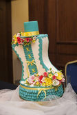 Beautiful turquoise wedding cake — Stock Photo