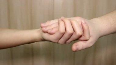 花嫁ドレス新郎の結婚指輪の手. — ストックビデオ