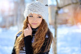 Woman hugging herself cold in winter time  — Stock Photo
