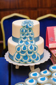 Wedding cake in blue and white design — Stock Photo