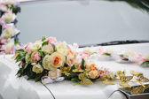 Wedding car decoration of flowers with roses and butterflies — Stock Photo