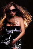 Klänning och solglasögon — Stockfoto