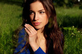 Beautiful young woman, outdoor portrait — Stock Photo