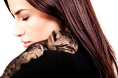 Woman and kitten — Stock Photo