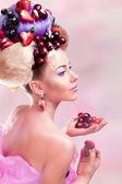 A woman with a fruits — Stock Photo
