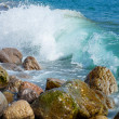 Waves Breaking On The Shore With Sea Foam — Stock Photo