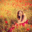 The girl  in a poppy field — Stockfoto