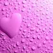 Water drops and heart shape on lilac background — Stock Photo