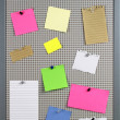 Various note papers on cork board — Foto Stock