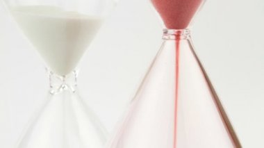 Red and white hourglass — Stock Video