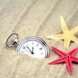 Pocket watch and  starfishes on the sand — Stock Photo