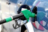 Pompage de carburant dans le réservoir — Photo