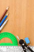 Escuela accesorios y suministros en madera — Foto de Stock