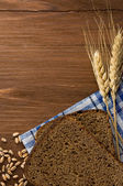 Rye bread and ears of wheat — Stock Photo