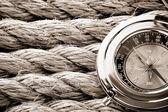 Touwen en kompas — Stockfoto