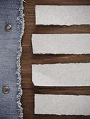 Blauwe jean op houtstructuur — Stockfoto