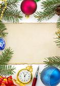 Vánoční dekorace na bílém pozadí — Stock fotografie