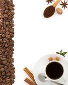 Xícara de café e grãos — Foto Stock