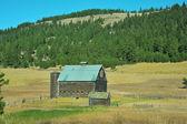 Old barn — Стоковое фото