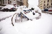 Biciclette sotto la neve — Foto Stock