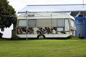 Oude caravan — Stok fotoğraf