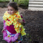 Little girl wearing a Hawaiian lei — Stock Photo