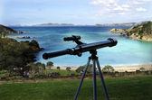 Teleskop zeigen am meer — Stockfoto