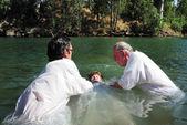 Ceremonia de bautismo en el río jordán — Foto de Stock