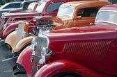 Ford 1936 rojo en un espectáculo de coches y motos clásicas — Foto de Stock