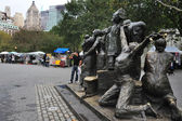 The Immigrants Sculpture At Battery Park — Stock Photo