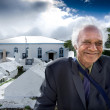 Cook Islander Man outside Arorangi CICC Church — Stock Photo