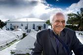 Cook Islander Man outside Arorangi CICC Church — Stock Photo