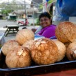 Cook Islander woman sale fresh coconuts — Stock Photo